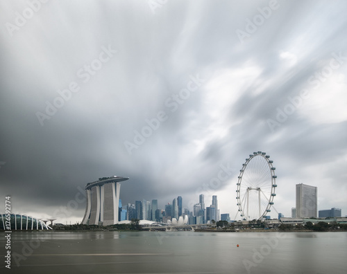 Photo  Singapore skyline panorama view from marina bay east side,cityscape of singapore