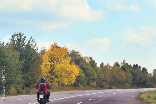 Staande foto Fiets Motorcycle on the rural road. Autumn
