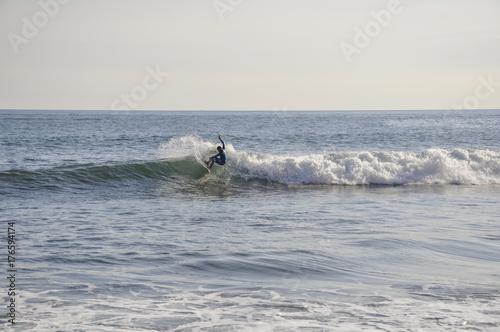 Plakat Inicjująca moc włącza małą, szklistą falę na Maui
