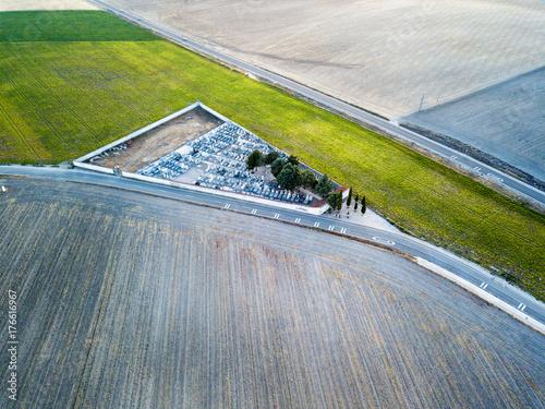 Zdjęcie XXL Widok z lotu ptaka wiejski cementery w Hiszpania