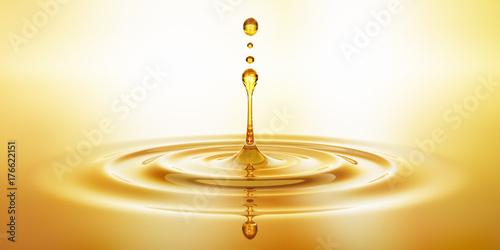 Photo Tropfen aus goldenem Öl
