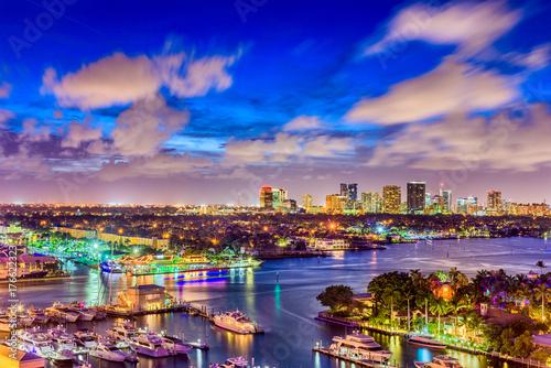 Keuken foto achterwand Lavendel Fort Lauderdale Florida USA river and skyline.