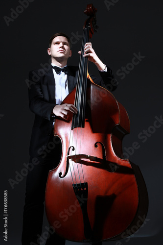 Fototapeta Kontrabas kontrabasisty. Muzyk jazzowy klasyka muzyki klasycznej