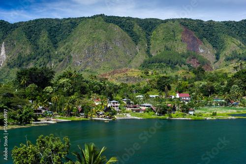 Photo A small traditional village on an island in the massive Lake Toba caldera