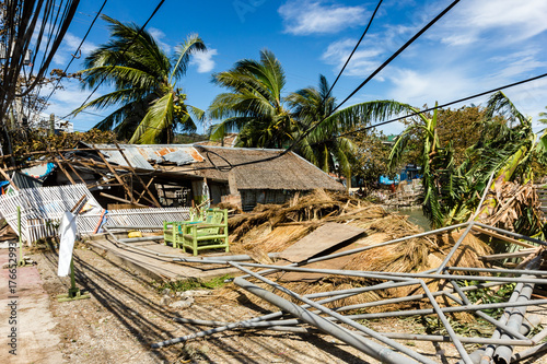 Fotografia Wooden buildings completely destroyed by the passage of a major hurricane / supe
