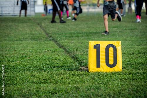 Plakat Znacznik 10 jardów w meczu piłki nożnej młodzieży