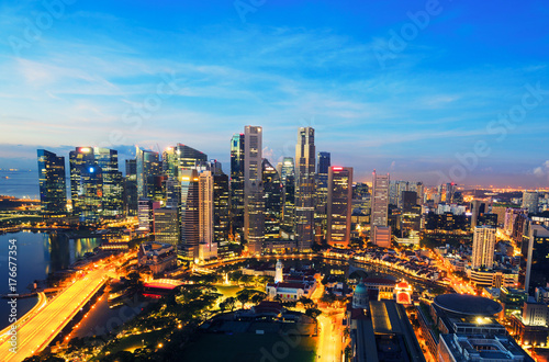 Foto op Plexiglas Chicago Singapore business district and city at twilight in Singapore, Asia.