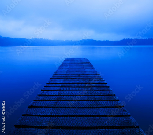 Fotografía  Tranquil peaceful lake with jetty, New Zealand.
