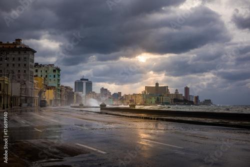 Cuba, Habana, Malecon Canvas Print