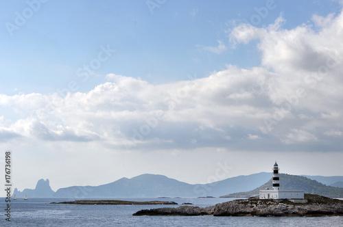Zdjęcie XXL Wybrzeże Ibizy z latarnią morską i magiczną skałą Es Vedra