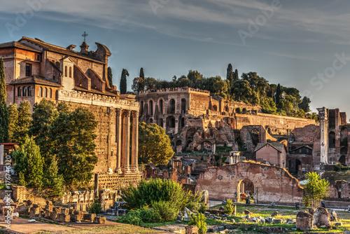 Zdjęcie XXL Imperial Fora w Rzymie o zachodzie słońca