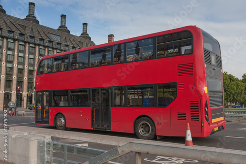 Papiers peints Rouge, noir, blanc Public traffic, red doubledecker bus on Westminster bridge
