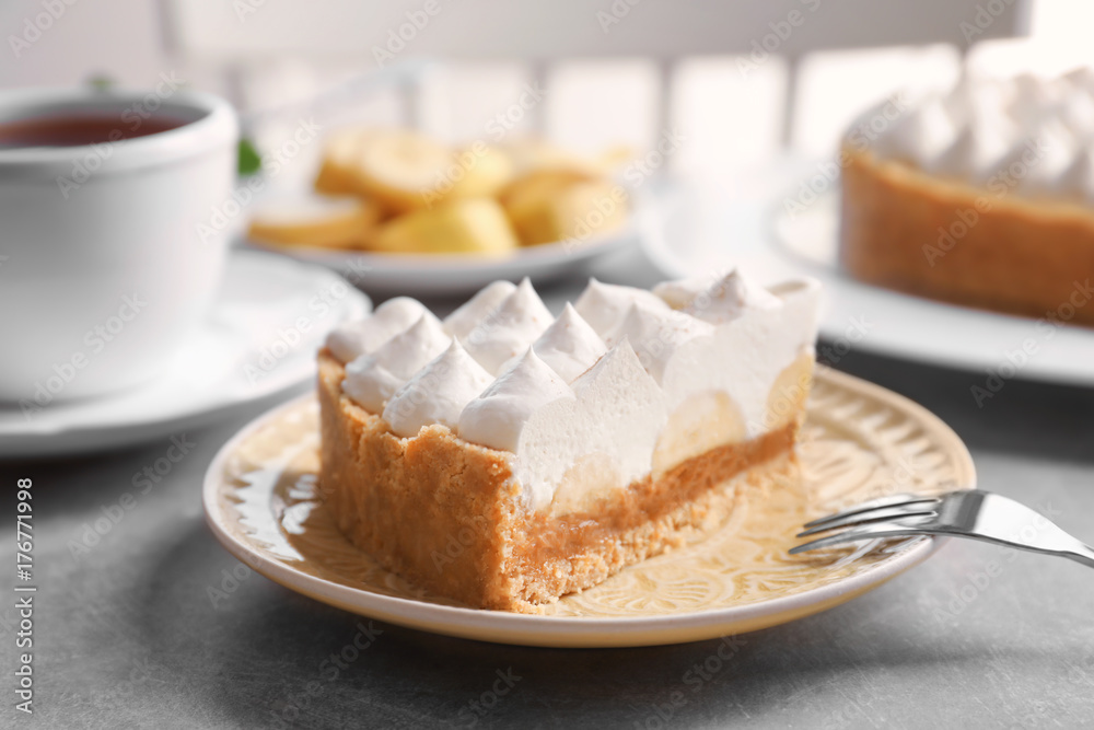 Fototapety, obrazy: Plate with delicious banana cake on table