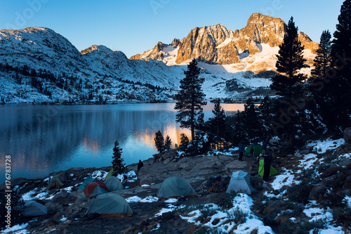 Photo Sunrise on Banner Peak above Garnet Lake in the Ansel Adams wilderness after a f