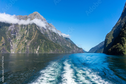 Staande foto Asia land Ferry Cruise in Milford Sound, New Zealand.