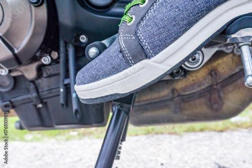 Zdjęcie XXL pozycja podnóżka motocykla podczas zmiany biegu
