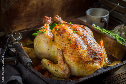 Foto op Aluminium Kip Crispy roasted chicken with spices and vegetables
