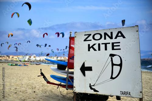 Zona reservada para kitesurfers en Tarifa. España.