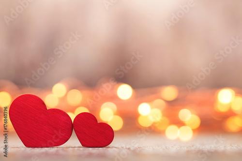 Zdjęcie XXL Czerwoni serca na drewnianym tle.