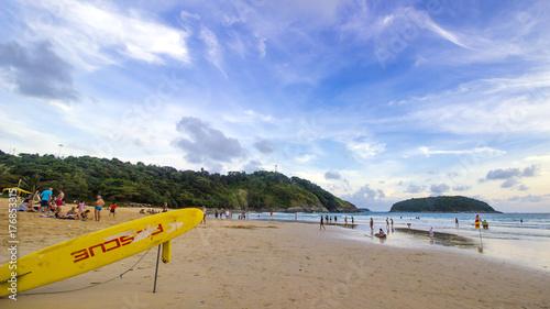 Obraz na płótnie Ratowniczy znak na kipieli desce na plaży