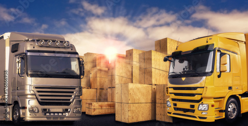 Plakat Dwie nowoczesne ciężarówki i wiele skrzyń transportowych