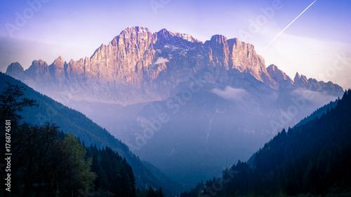 Obraz na płótnie Dolomity we Włoszech to idealne mounainy dla miłośników wędrówek pieszych