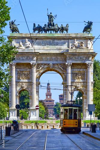 Obraz na plátně Arco della Pace a Milano Italia