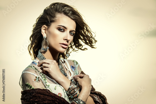 Poster Gypsy sensual woman over sky