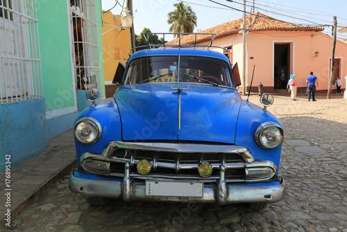 Wall Murals Old cars Wunderschöner Oldtimer auf Kuba (Karibik)