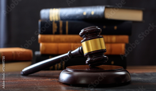 Judge gavel on a wooden desk, law books background Fototapet