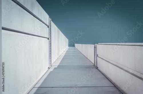 Fotografía  Urban Geometry, looking up to building