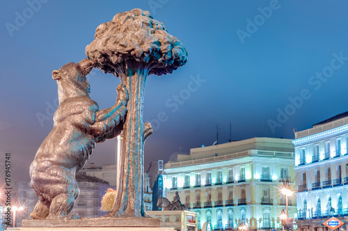 Recess Fitting Madrid Bear and Strawberry Tree Statue in Madrid, Spain.