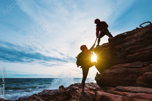 Pinturas sobre lienzo  Young asian couple climbing up on the mountain,hiking and team work concept