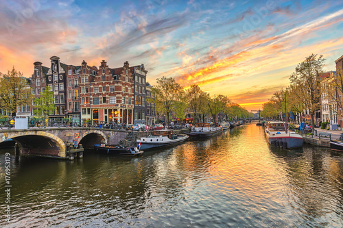 Poster Centraal Europa Amsterdam sunset city skyline at canal waterfront, Amsterdam, Netherlands