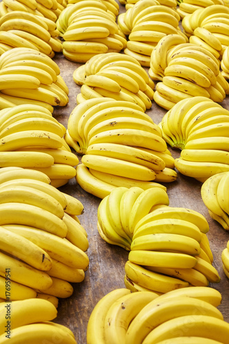natural-ripe-organic-banana-bunches