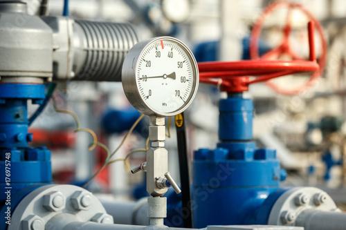 Fotografía  Gas manometer on a gas development plant