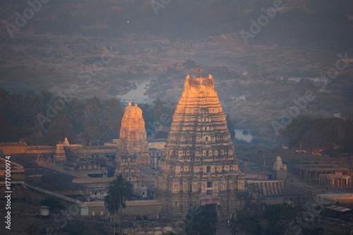 Obraz na dibondzie (fotoboard) Światło słoneczne w świątyni