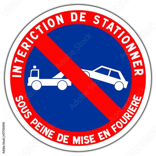Cuadros en Lienzo  Panneau routier en France : station interdit avec mise en fourrière