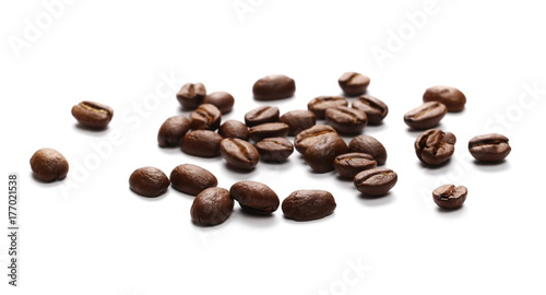 Poster Salle de cafe Pile coffee beans isolated on white background and texture, top view