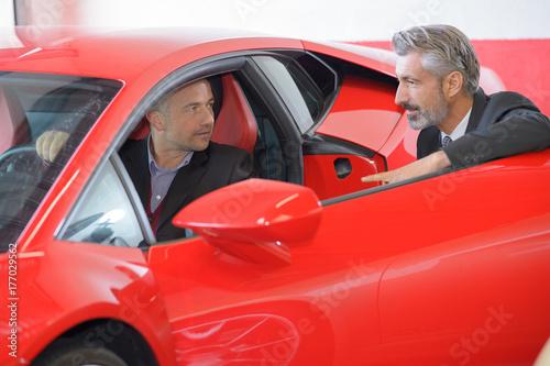 Zdjęcie XXL dealer samochodowy robi świetną robotę