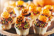 Festive Halloween Pumpkin Cupc...