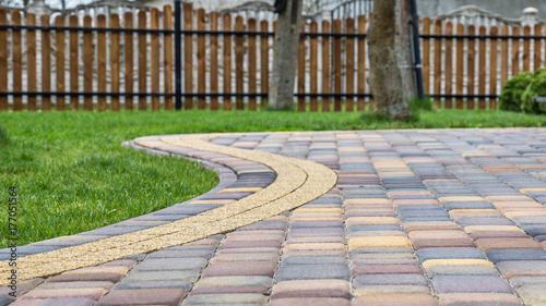 Foto Paving cube in garden, pavement