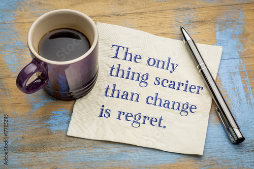 The only thing scarier than change is regret Fotobehang