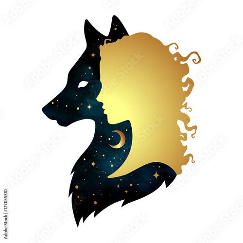 Naklejka premium Sylwetka piękna kobieta z cieniem wilka z półksiężycem i gwiazdami na białym tle. Ilustracja wektorowa projekt naklejki, druku lub tatuażu. Pogański totem, wiccanowska sztuka chowańca