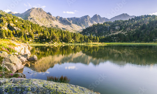 Photo Estany Primer lake in Andorra, Pyrenees Mountains