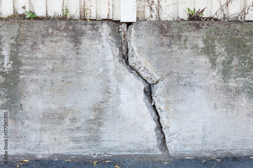 Fotografie, Obraz  Big crack in messy outdoor concrete wall