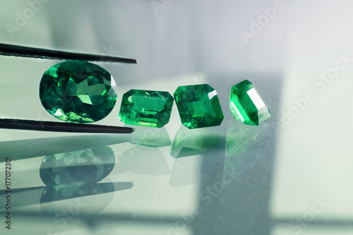 Cuadros en Lienzo emeralds and gemstone  jade