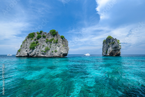 Fototapeta Beautiful seaview of Koh Ha,  near Lanta Island of Krabi province, Thailand obraz