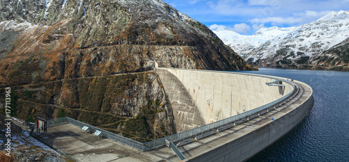 Photo sur Toile Barrage Koelnbrein Dam and the dam reservoir in the Hohe Tauern range within federal state of Carinthia, Austria.