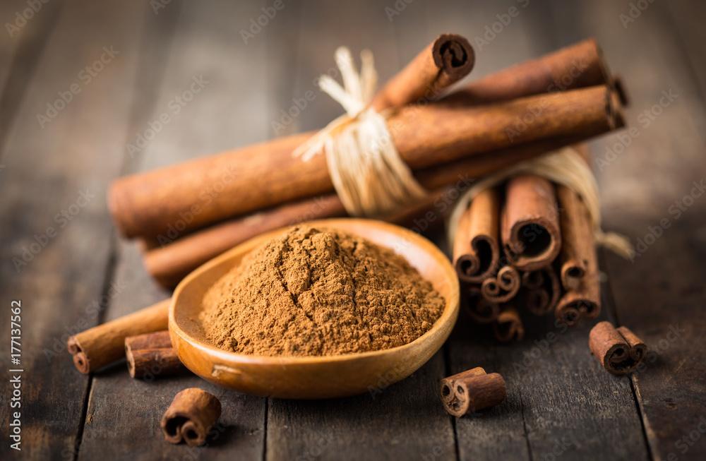 Obraz Fresh cinnamon sticks and powder fototapeta, plakat